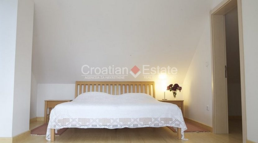 villa with big plot tennis pool privacy brac croatia (2)