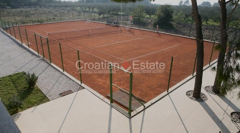 villa with big plot tennis pool privacy brac croatia (9)