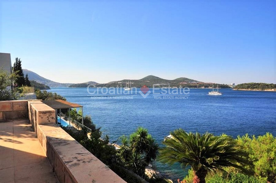 Dubrovnik, seafront villa for sale