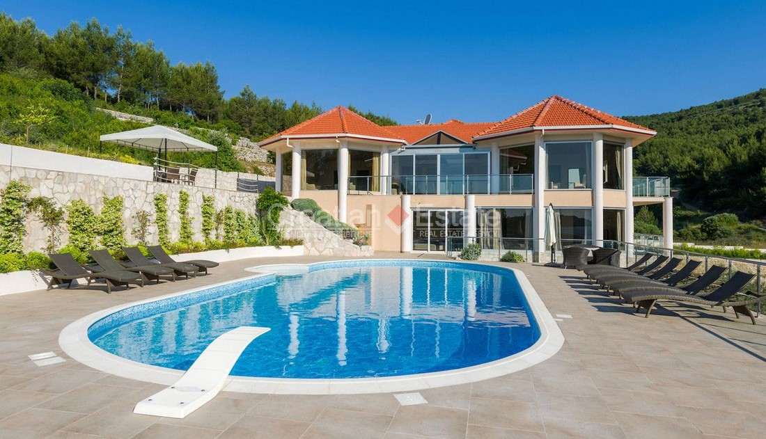 Island Korčula, spacious seafront villa with pool for sale