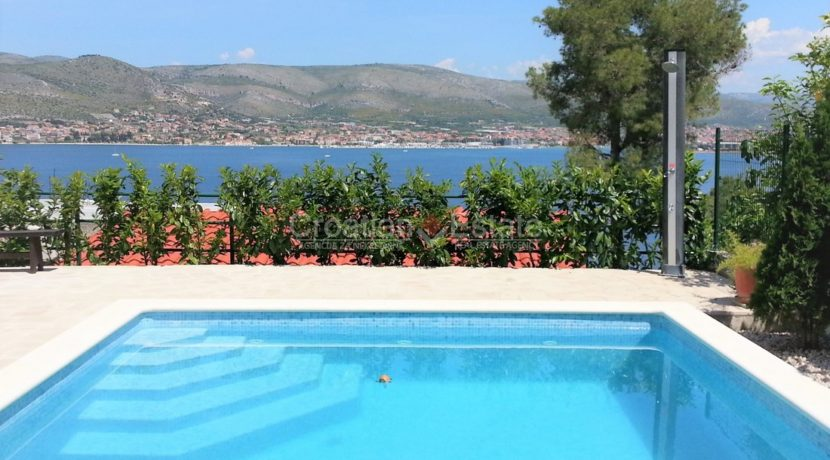 Trogir Ciovo House view pool (4)