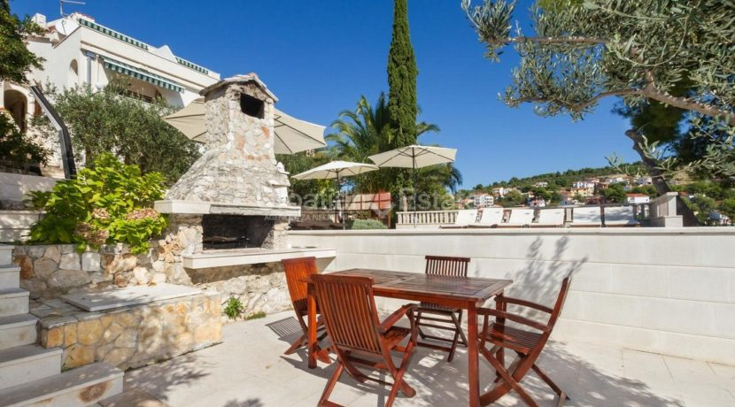 Trogir ciovo villa house pool seafront direct sea view (4)