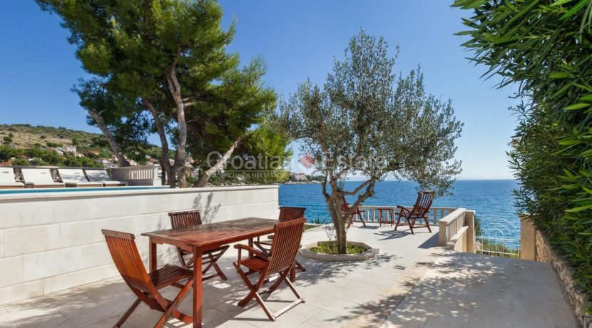 Trogir ciovo villa house pool seafront direct sea view (6)
