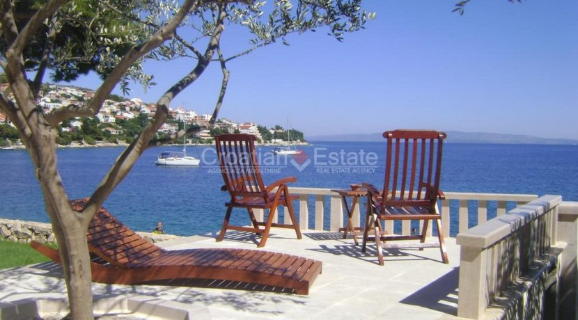Trogir ciovo villa house pool seafront direct sea view (8)