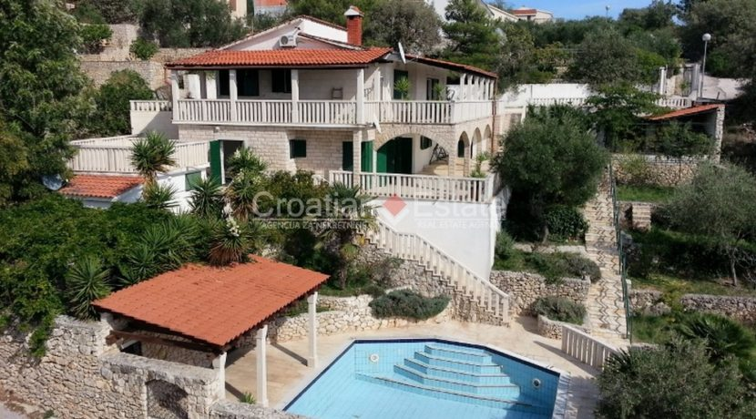 Trogir villa with pool for sale