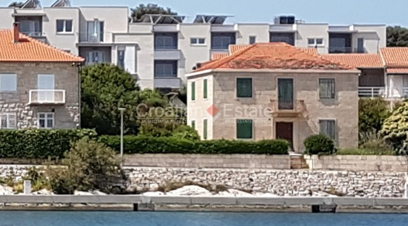 brac postira stone old villa first row seafront for sale (1)