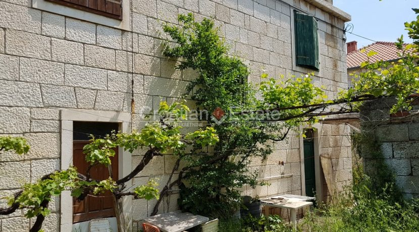 brac postira stone old villa first row seafront for sale (3)