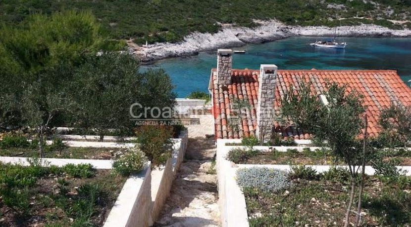 house for sale vis first row seafront (1)