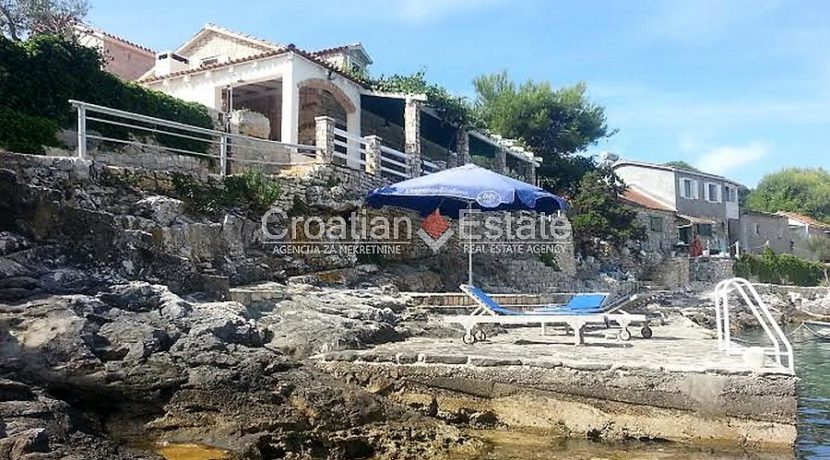 house for sale vis first row seafront (5)