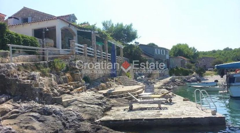 house for sale vis first row seafront (8)