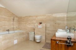 house pool hill for sale sea view garage (18)