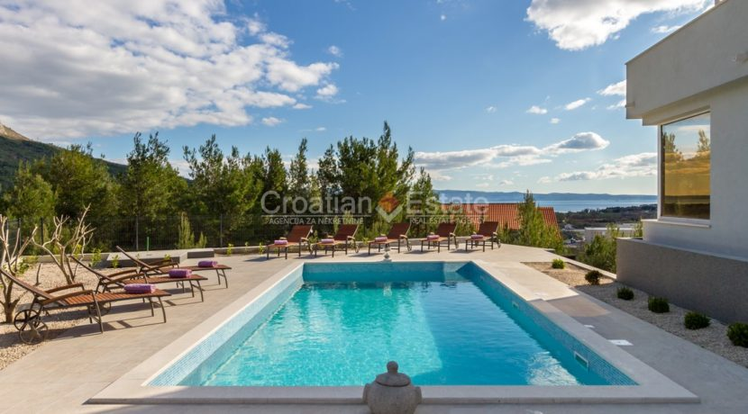 house pool hill for sale sea view garage (22)