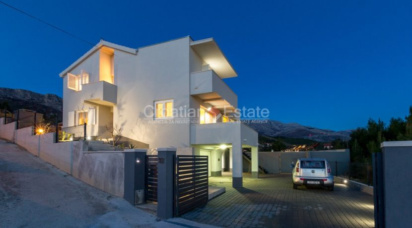house pool hill for sale sea view garage (8)