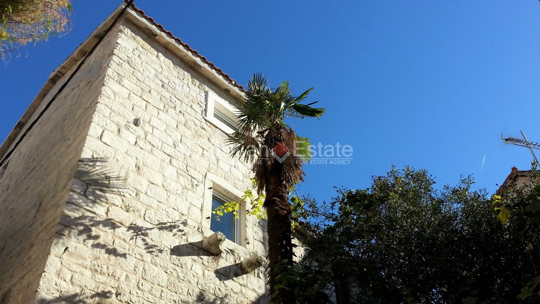 Trogir – center, renovated stone house for sale