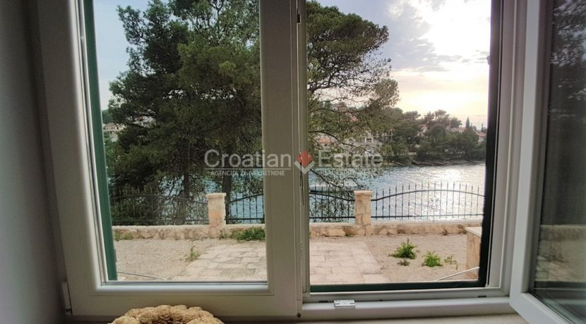 stone villa first row new seafront brac for sale (13)