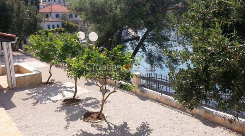 stone villa first row new seafront brac for sale (22)