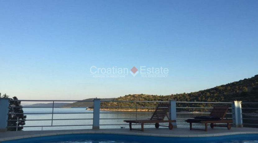 trogir marina seafront villa house for sale pool view (11)