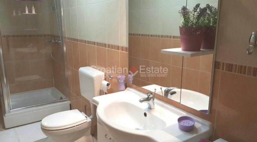 trogir marina seafront villa house for sale pool view (14)