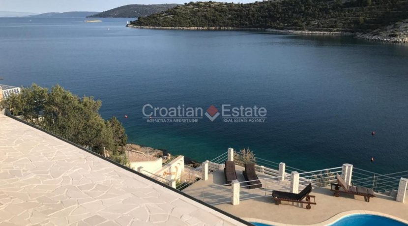 trogir marina seafront villa house for sale pool view (15)