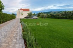 trogir seafront first row villa direct on the beach big plot for sale zum verkaufen (22)