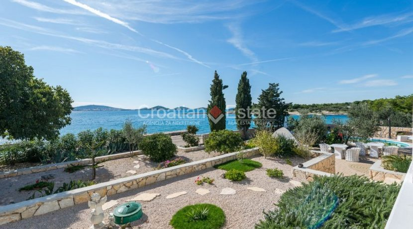 villa seafront big plot pool view Sibenik (16)