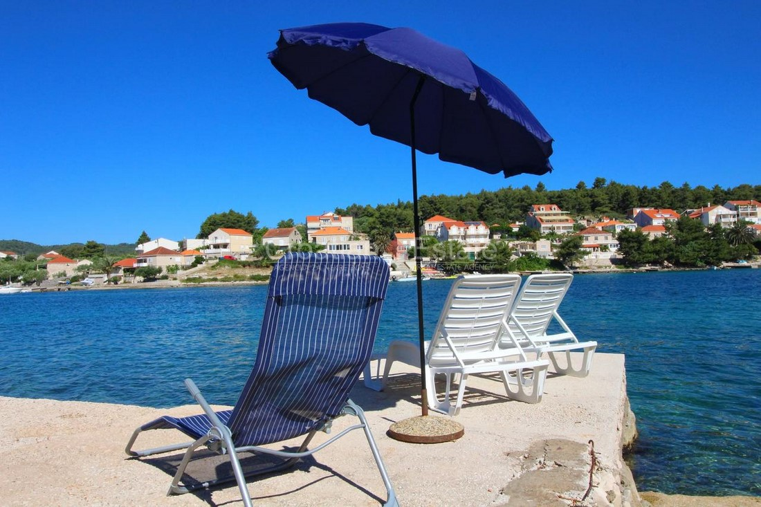 Island Korčula, house in the first row to the sea for sale