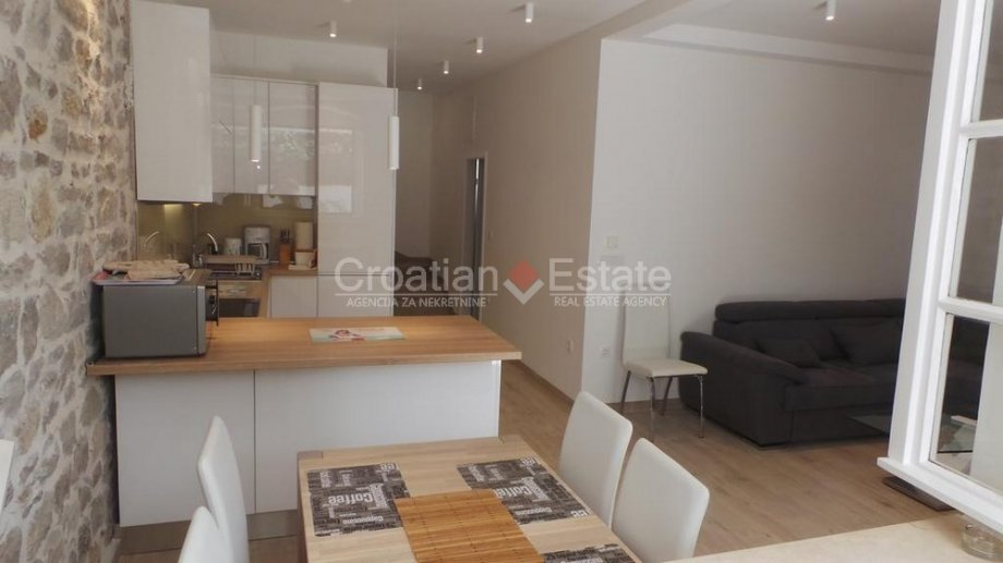 Split – Radunica, comfortable one bedroom apartment with garden for sale