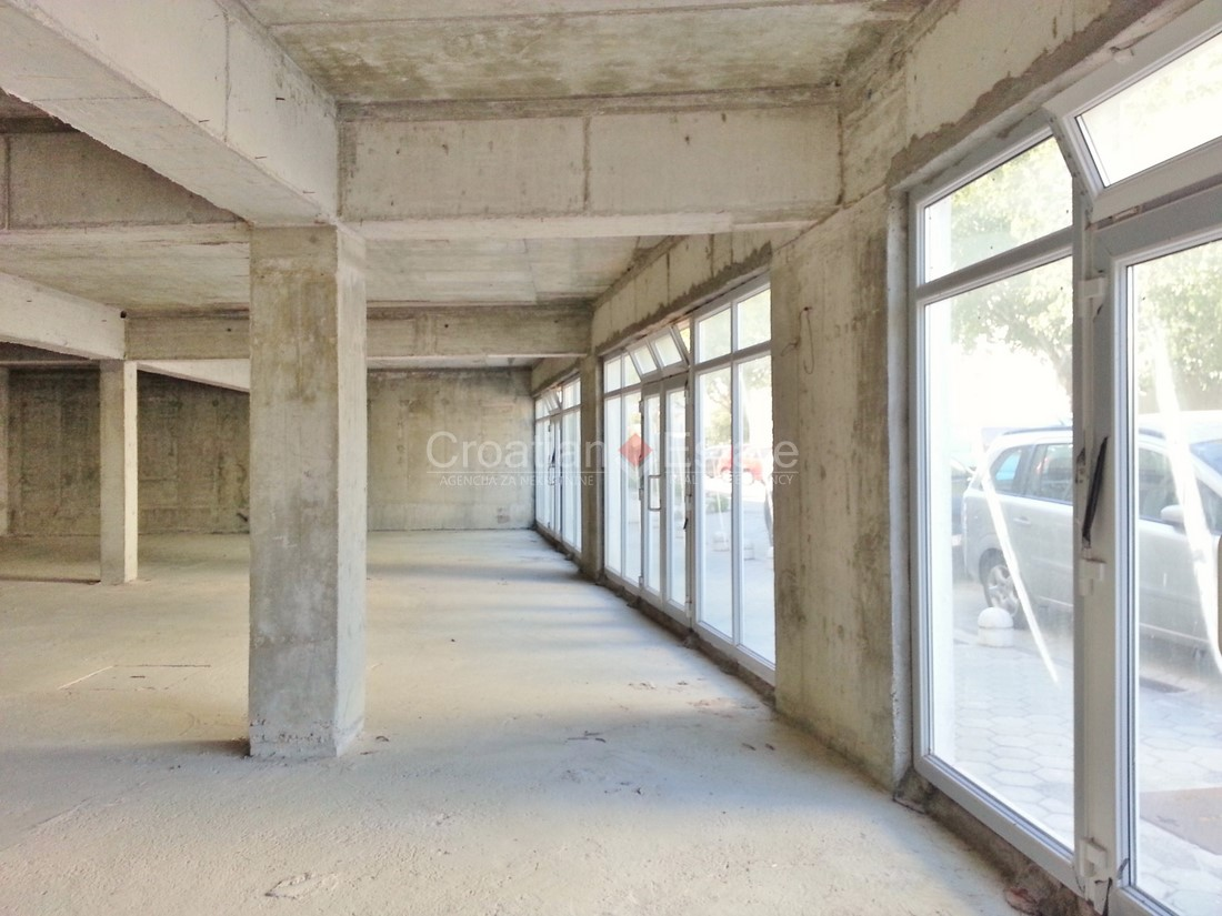 Split, Žnjan – business premises in shell construction phase for sale