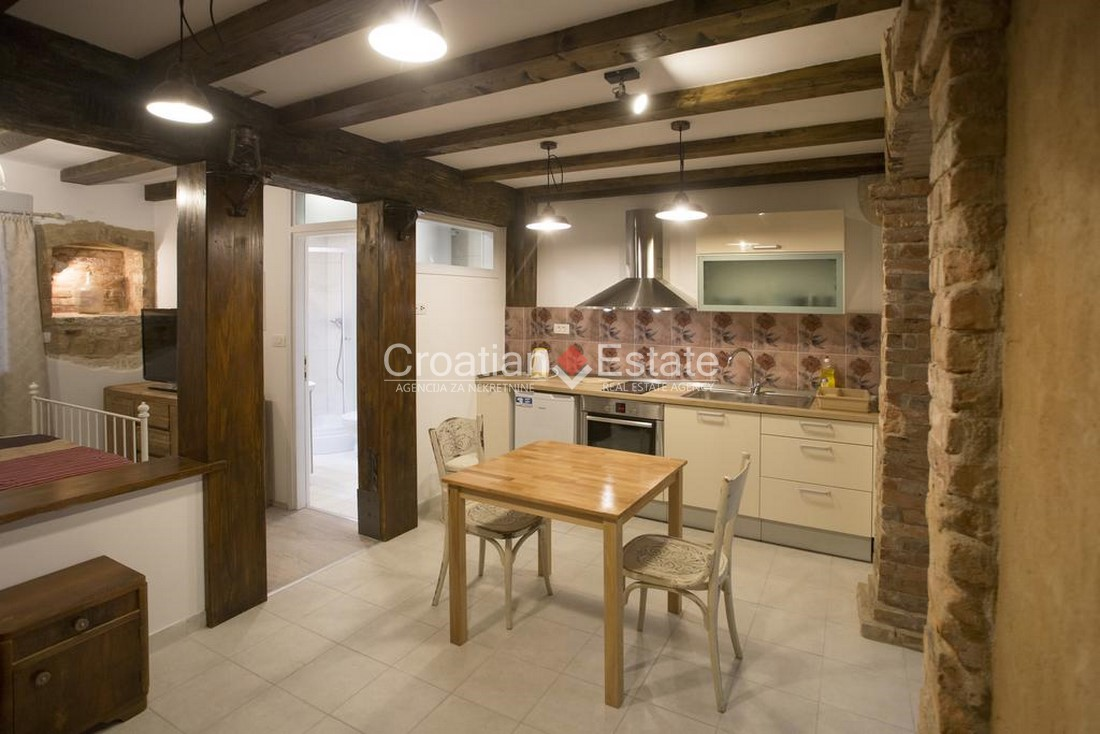 Split – Radunica, stone house with four apartments for sale