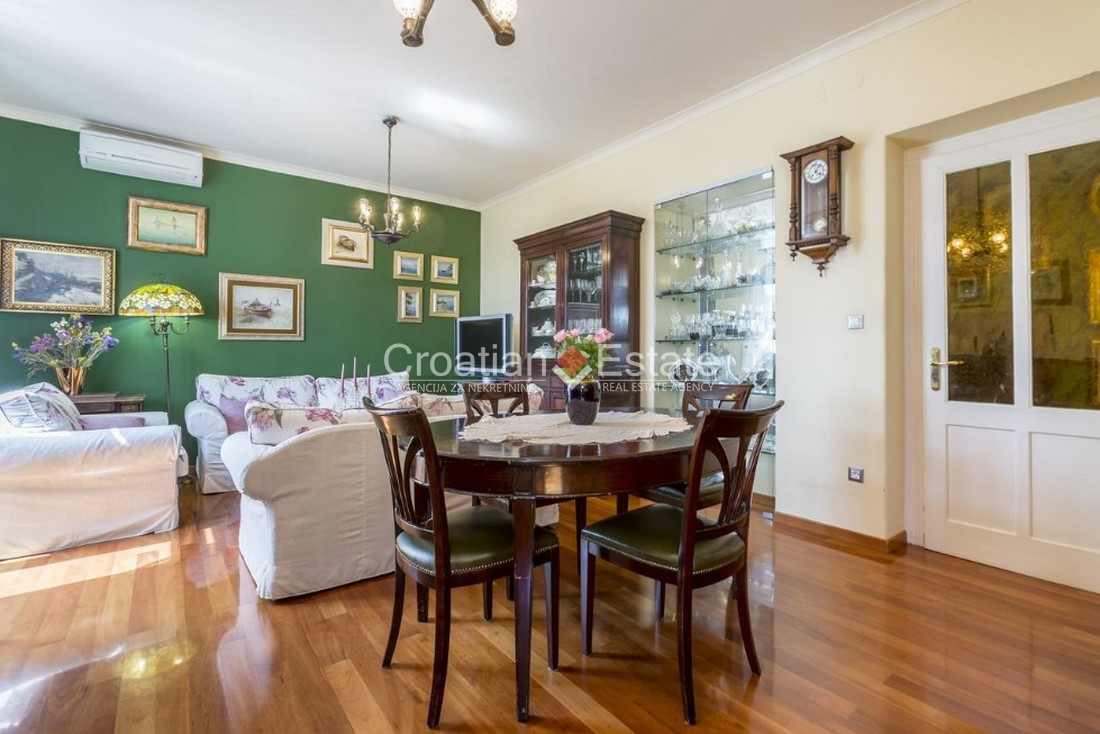 Split - Radunica, luxuriously renovated three bedroom apartment for