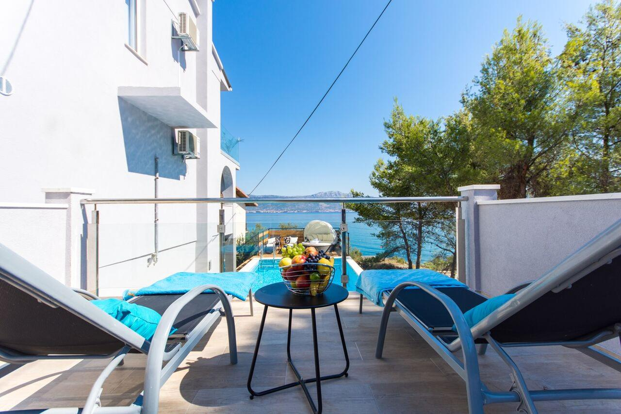 Island Čiovo – villa with pool and sea view for sale