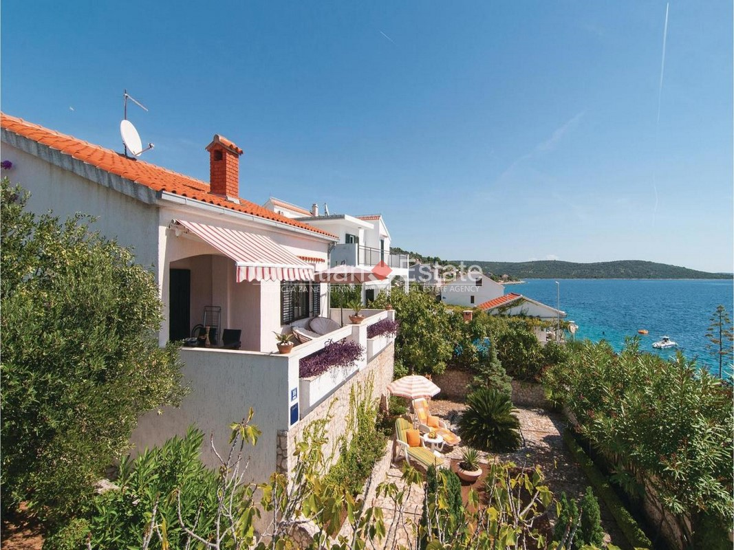 Marina – house in second row to the sea for sale