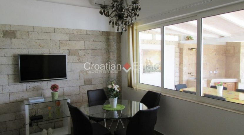Split Znjan villa pool fist sea row sale 12 (Kopiraj)