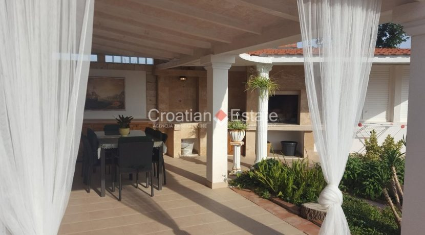 Split Znjan villa pool fist sea row sale 6 (Kopiraj)