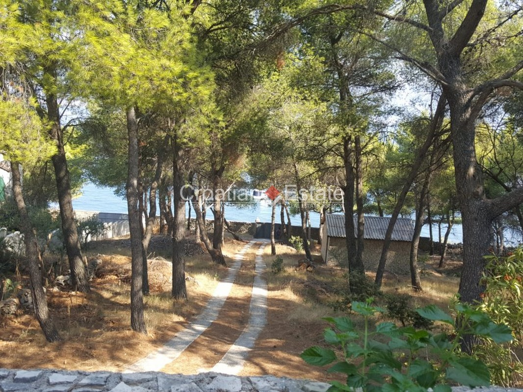 Island Čiovo – three storey house in second row to the sea for sale