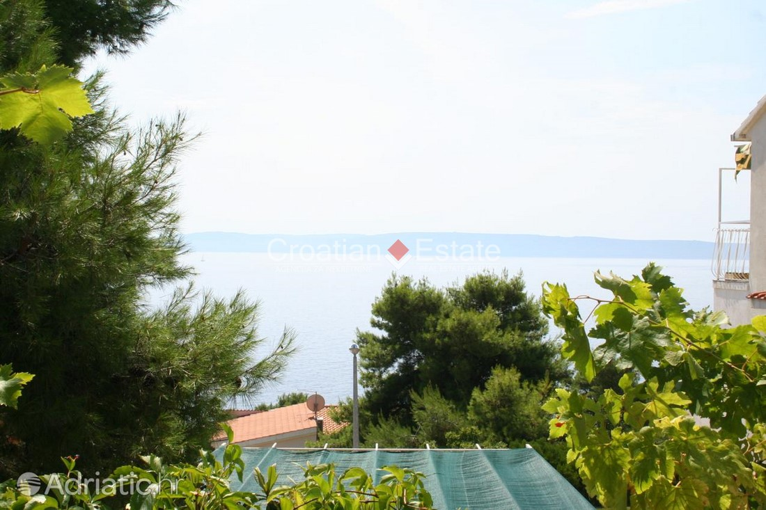 Island Čiovo –  detached apartment house with pool for sale