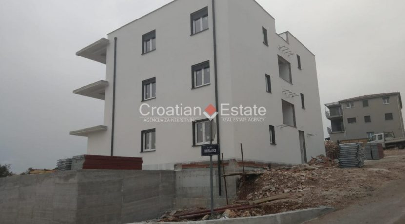 Ciovo two bedroom apartment common pool for sale 15 (Kopiraj)