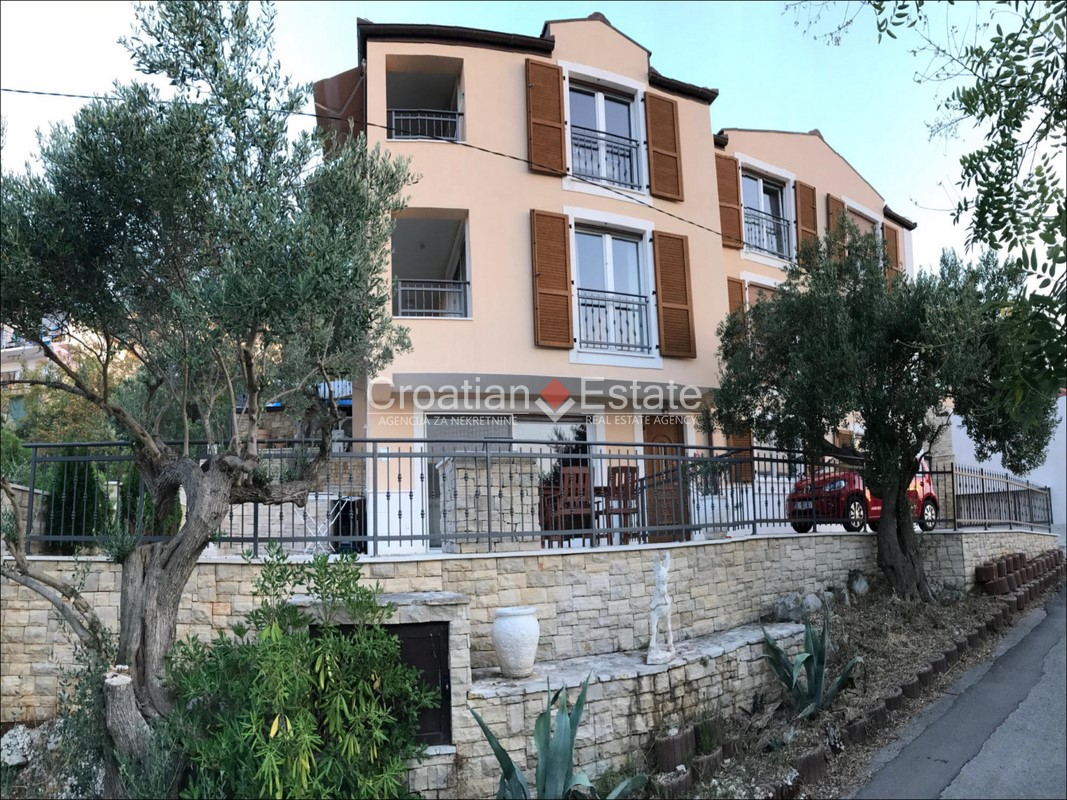 Marina – house with three apartments and sea view for sale
