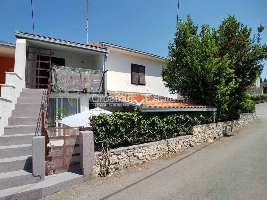 Trogir – Seget Vranjica, house with four apartments for sale