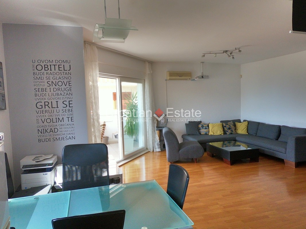 Split – Meje, comfortable three bedroom apartment with sea view for sale