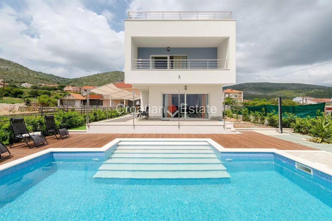 Trogir – newly built villa with pool for sale