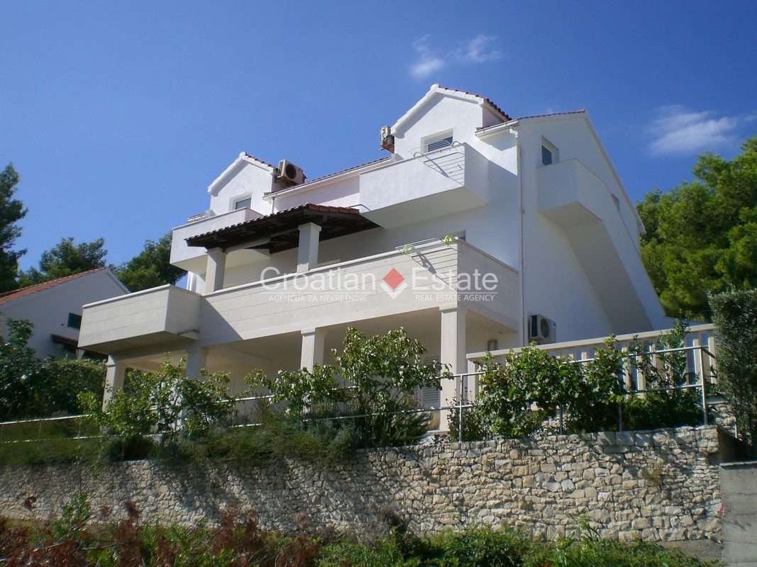 Island Brač – well-built house with sea view for sale
