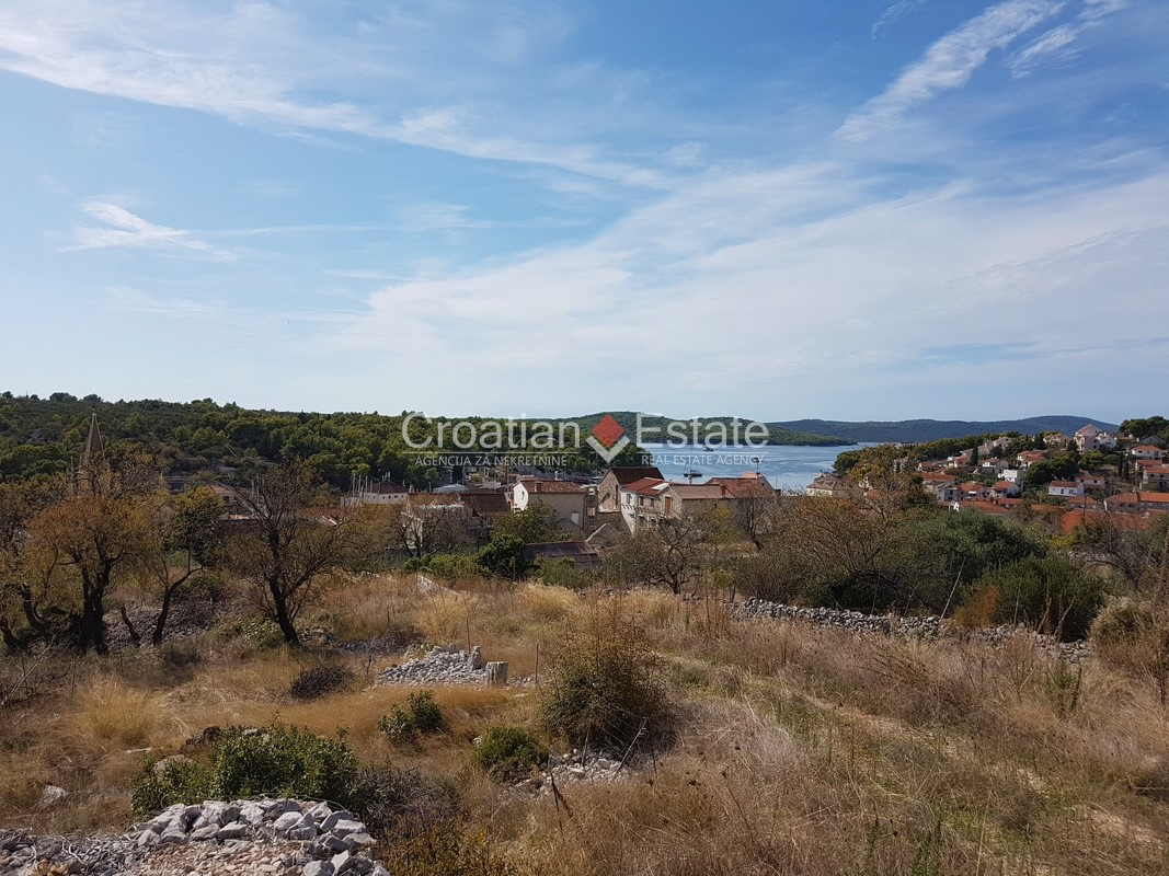 Island Brač – building plot with open sea view for sale